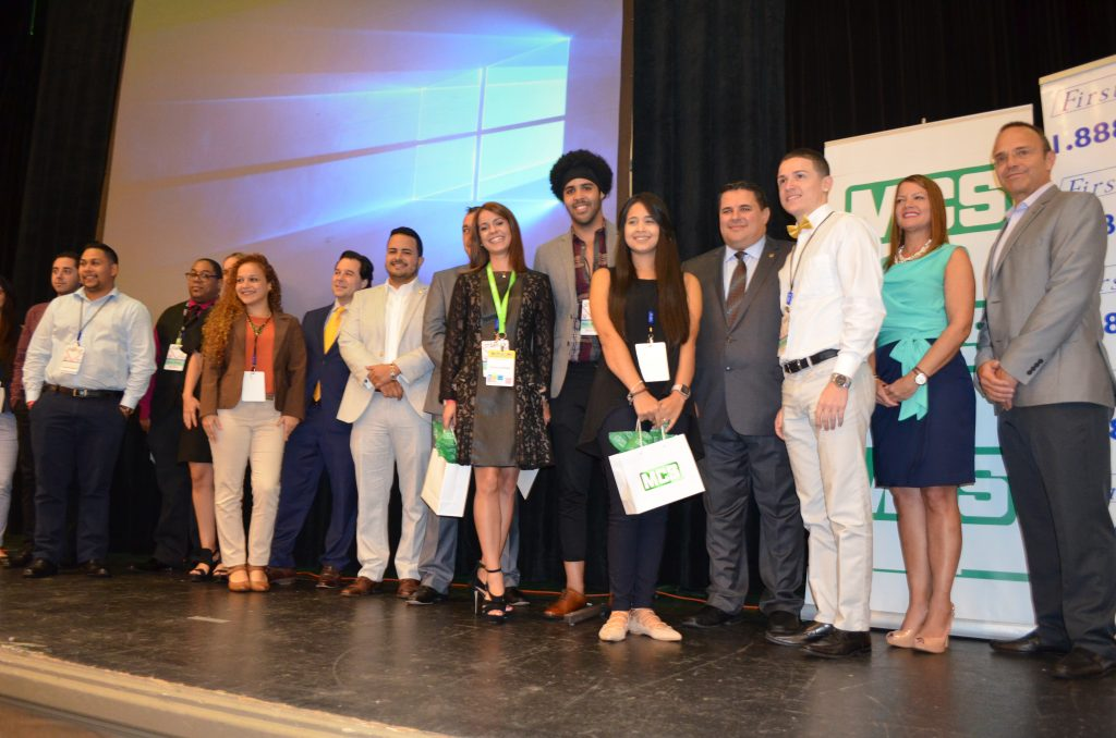 Los participantes de la primera edición del University Challenge posan para las cámaras. Foto: Kathleen Centeno Rodríguez / USC