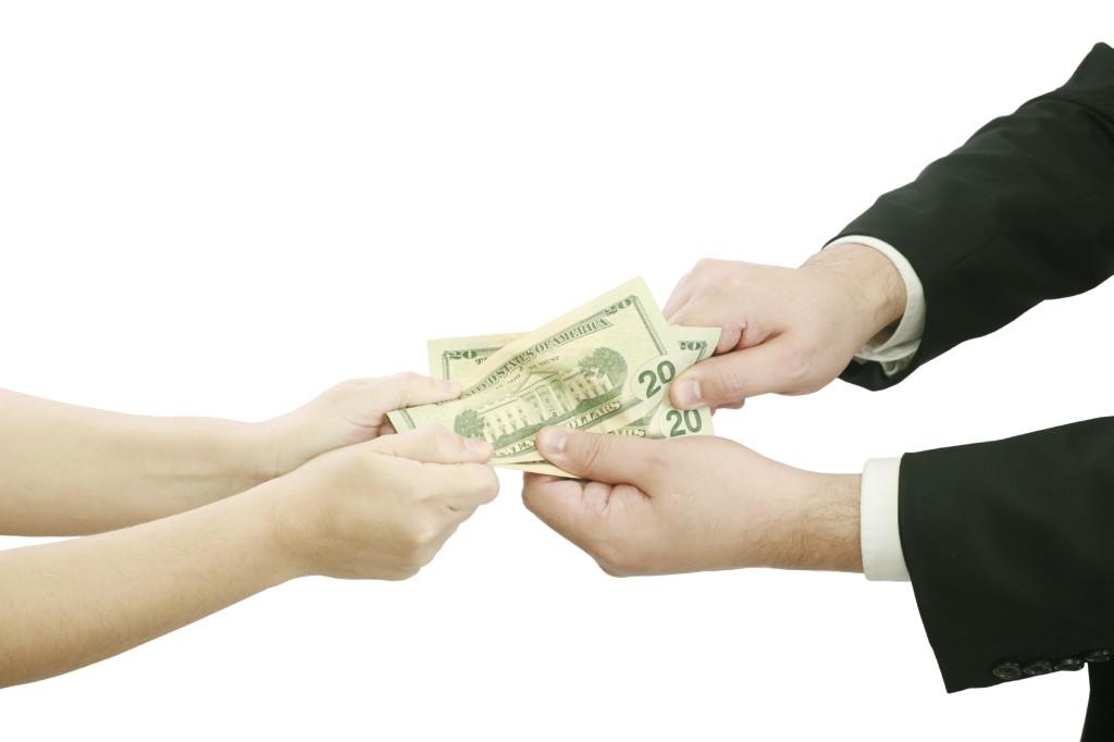 Denuncia el CUD abusos en multas contra comerciantes