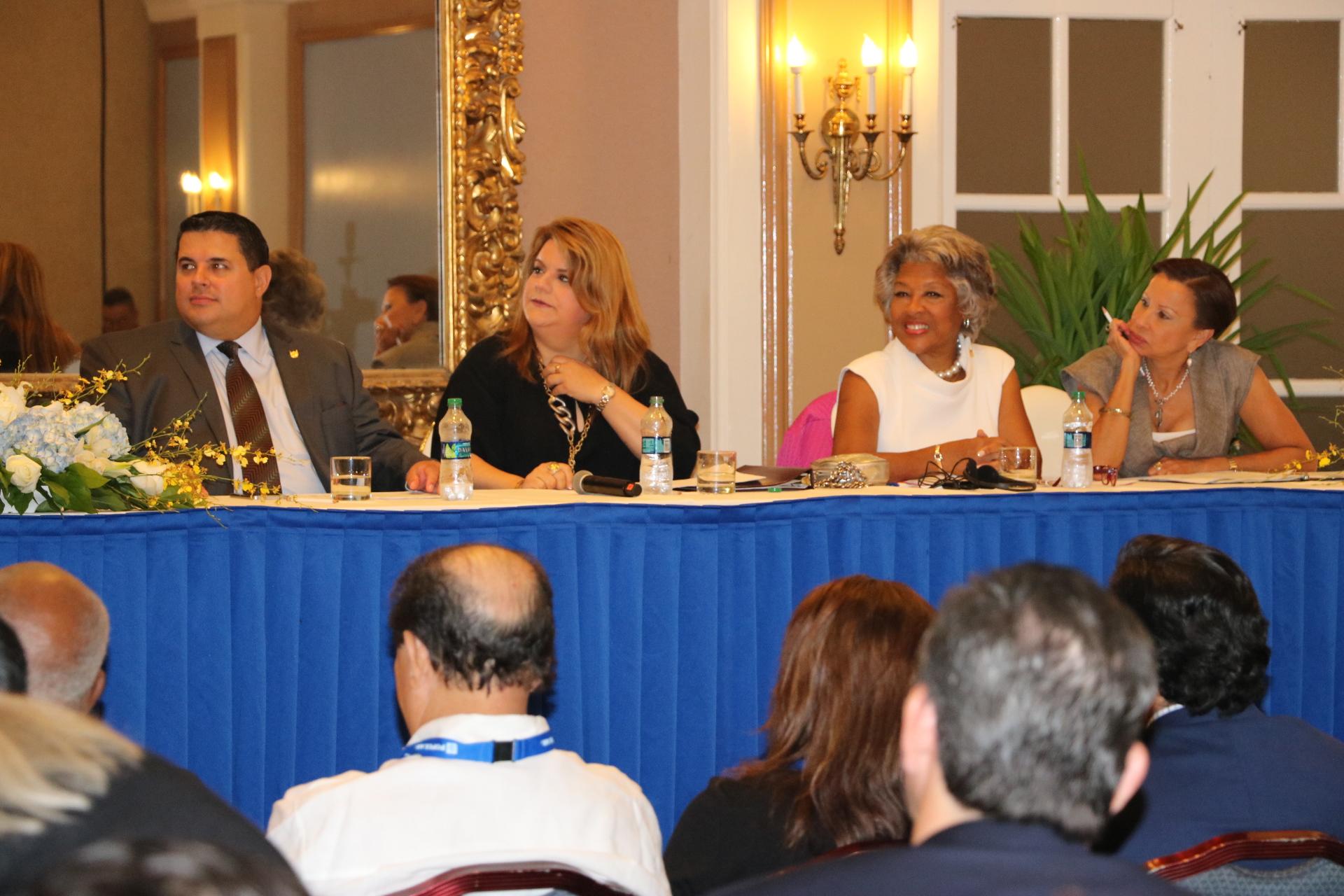 Gobernador y comisionada residente presentan iniciativas a favor de las pymes