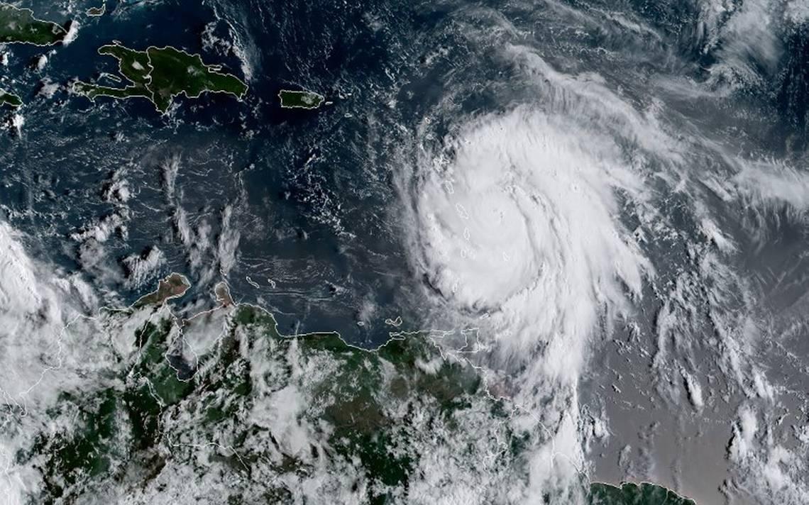 Gobierno refuerza apoyo al sector empresarial e insta a tomar medidas preventivas ante paso del huracán María