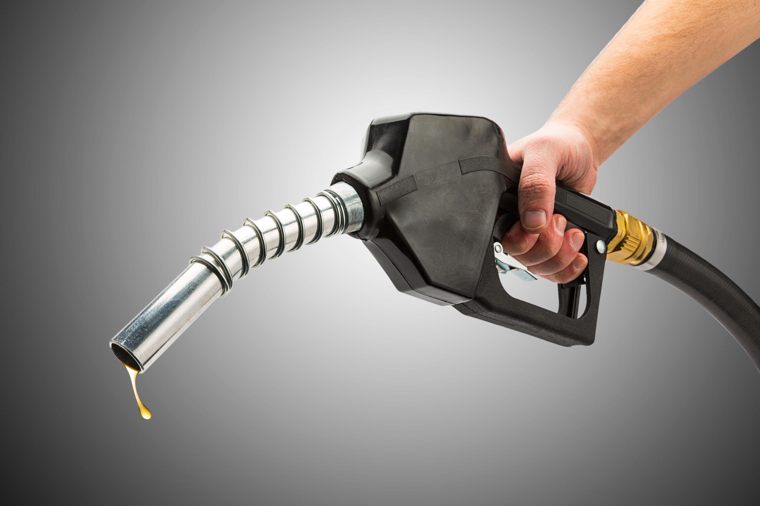 Centro Unido y Peerless Oil reparten diesel gratis