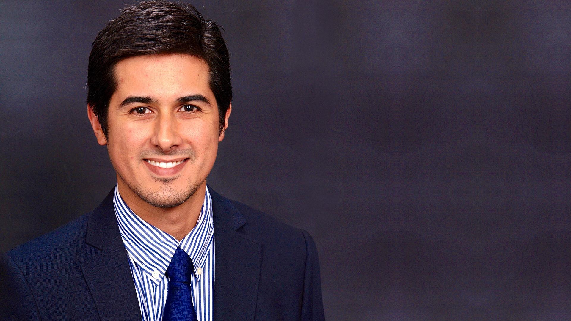 Dr. Gabriel Fuentes Arroyo, para servir
